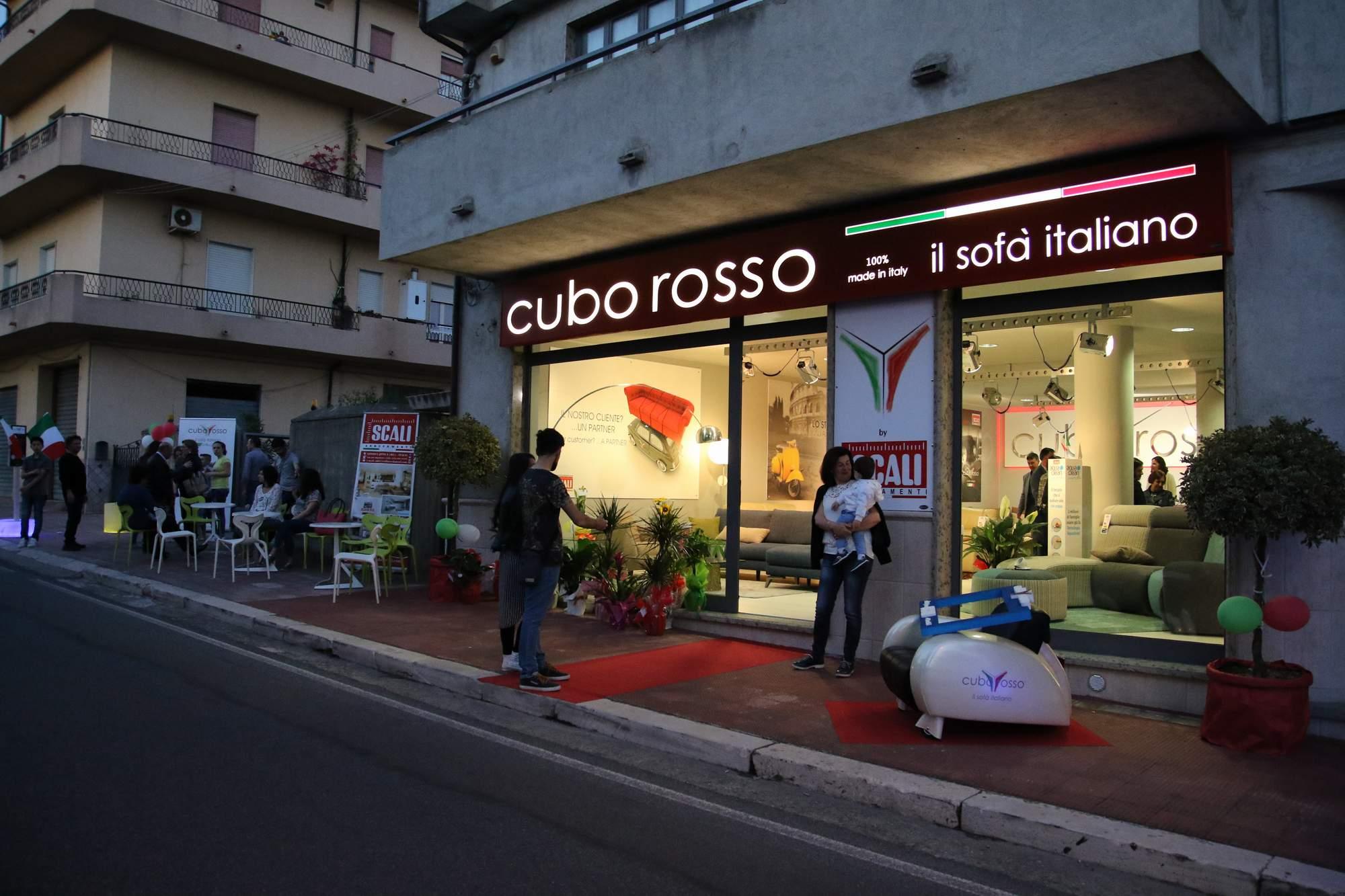 Store cuborosso cuborosso divani for Oliva arredamenti