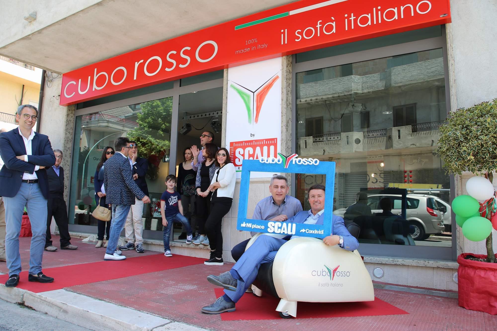 Scali arredamenti cuborosso divani for Distribuzione italiana arredamenti