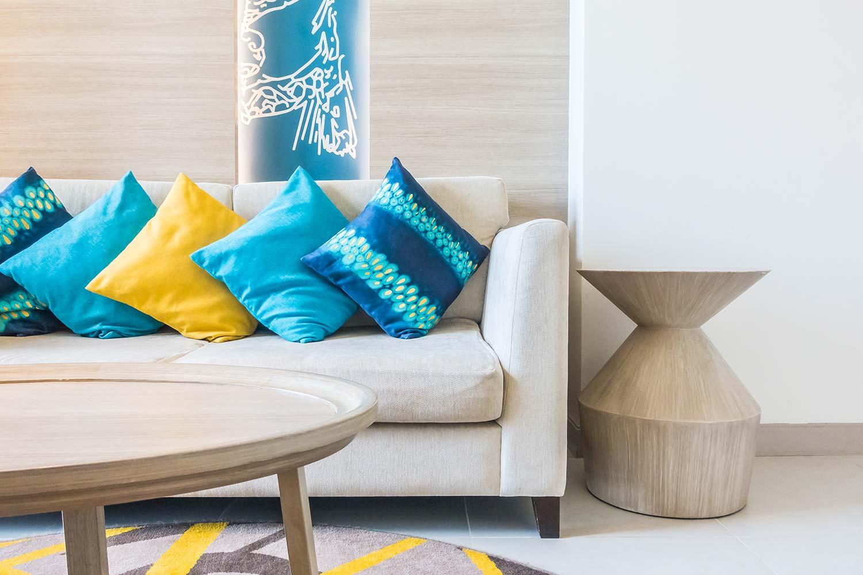 Divano Rosso Cuscini : Lezioni di stile la delicata arte di abbinare i cuscini