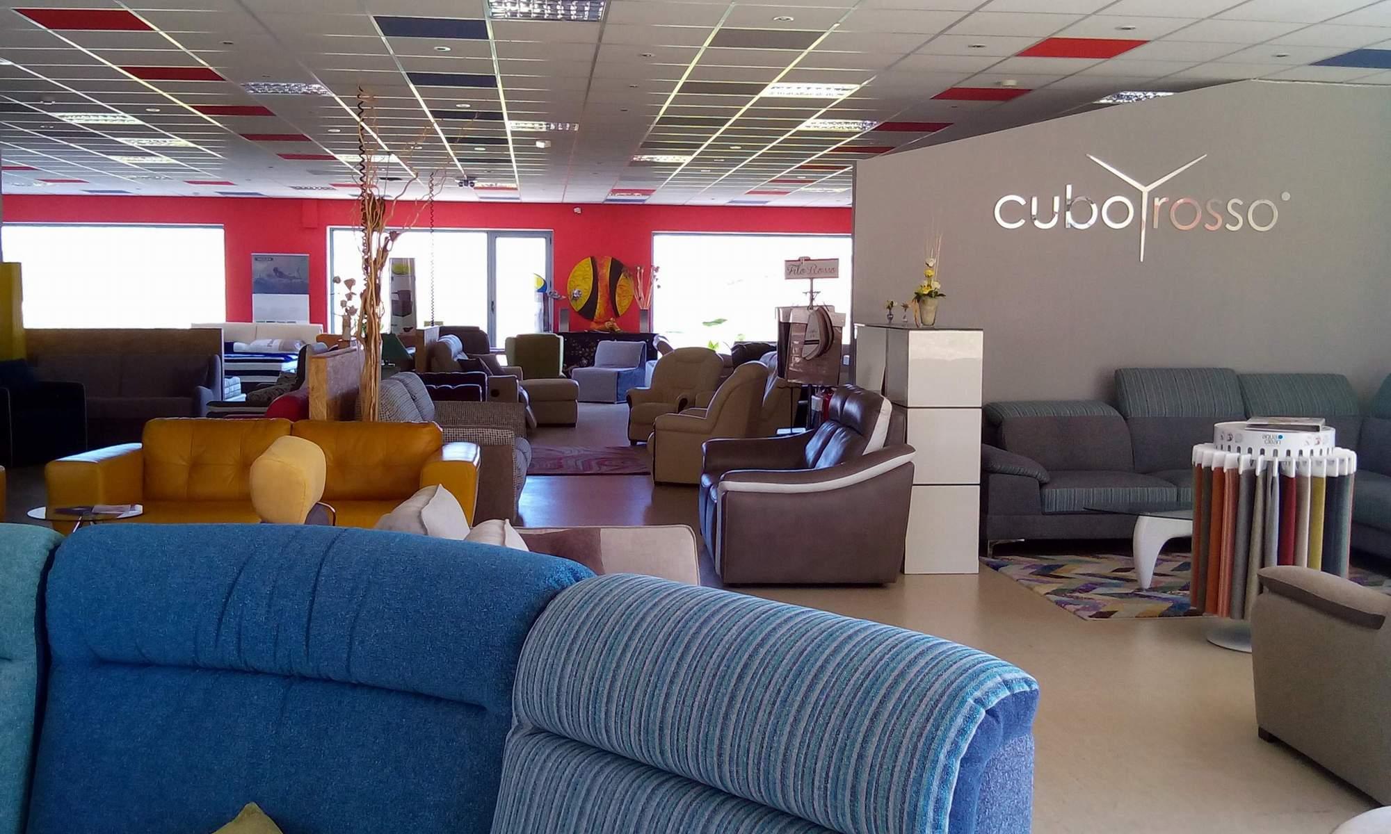 Franco mobili cuborosso divani for Distribuzione italiana arredamenti