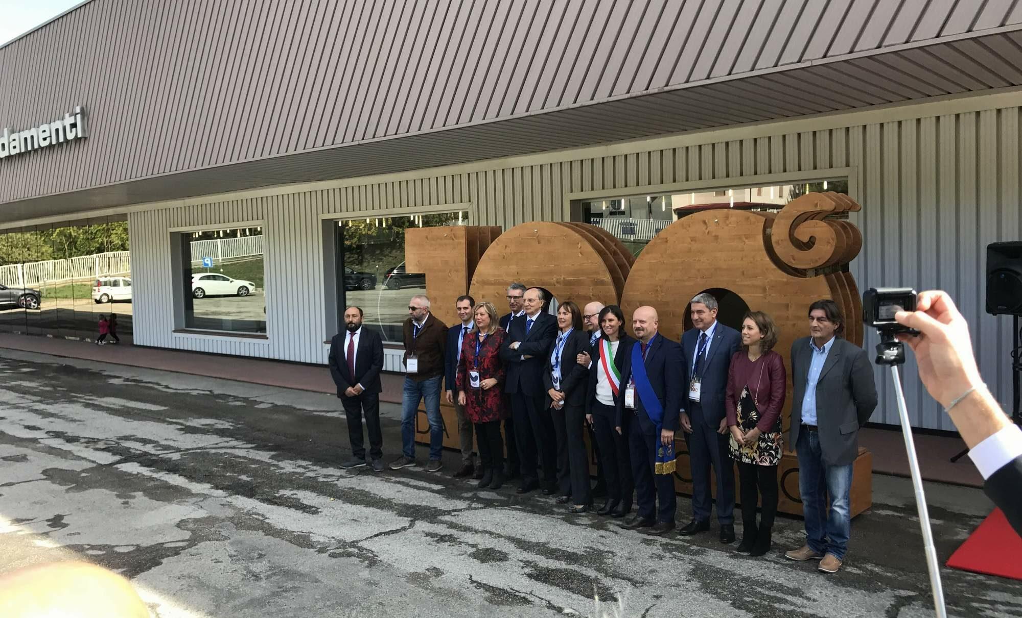 Cubo rosso e gruppo ginestri insieme per il centenario cuborosso divani - Ginestri prima casa divani ...